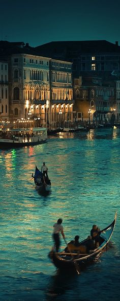 Venice along the Gran Canal, ph. by arthistory390 on Flickr