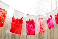 12 Pretty DIY Garland Ideas: abstract crayon garland. get the how to from Hellobee