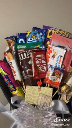 Birthday Gifts For Boyfriend Diy, Birthday Presents For Girls, Boyfriend Gifts, Candy Gift Box, Candy Gifts, Diy Gifts, Diy Best Friend Gifts, Birthday Gifts For Best Friend, Homemade Gift Boxes