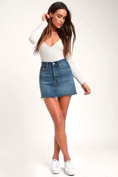 Pair the Levi's Deconstructed Blue Denim Mini Skirt with your favorite flip-flops and head out for a day of sun and fun! Sturdy, blue denim shapes this mini. Blue Denim Skirt Outfit, Denim Skirt Outfits, Midi Skirt Outfit, White Denim Skirt, Denim Mini Skirt, Mini Skirts, Jean Skirts, Denim Overalls, Casual Summer Outfits