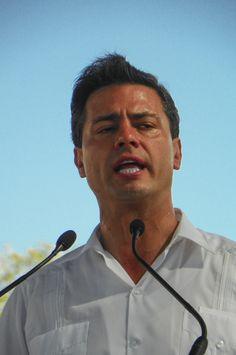 """©Pose No.3, de la serie: """"Tu presidente"""" 29 de Mayo de 2013, Campeche, Camp; México"""