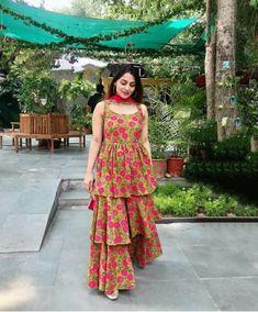 Party Wear Indian Dresses, Designer Party Wear Dresses, Indian Gowns Dresses, Kurti Designs Party Wear, Dress Indian Style, Indian Fashion Dresses, Indian Designer Outfits, Punjabi Fashion, Printed Kurti Designs