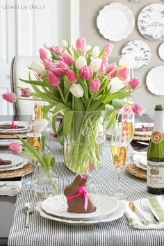 21 Beautiful Easter Table Settings-Driven by Decor-Lots of great ideas for simple Easter table decorations including centerpieces, place cards, and more! Easter Table Settings, Easter Table Decorations, Decoration Table, Centerpiece Decorations, Easter Decor, Easter Centerpiece, Spring Decorations, Easter Ideas, Easter Dinner Ideas