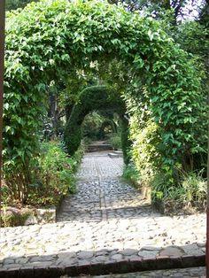 Garden Arches, Casa Museo Quinta de Bolivar