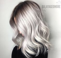 Silver blonde hair color and balayage hairstyles trends You want a modern and stylish hair color that looks super attractive? Then Silberblond may be the right choice for you! This bright nuance has recentl. Medium Blonde Hair, Silver Blonde Hair, Blonde Hair Shades, Pelo Color Gris, Blond Ombre, Grey Ombre Hair, Hair Color Balayage, Blonde Color, Ombre Highlights