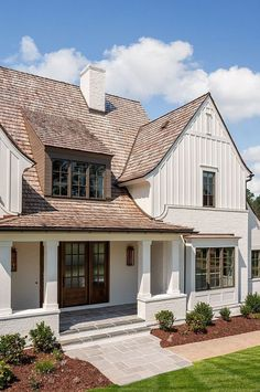 The modern farmhouse style isn't just for rooms. The farmhouse exterior design totally reflects the whole style of the home and the family tradition also. It totally reflects the entire style… Exterior Paint Colors, Exterior House Colors, Paint Colors For Home, Exterior Design, Exterior Siding, Facade Design, Home Siding, Exterior Remodel, Paint Colours