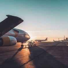 Bonjour !  Nous avons fait il y a quelques mois un reportage photo pour #Vallair Industry à #Aéroport Montpellier Méditerranée et nous n'avions pas publié les photos. Nous le faisons aujourd'hui puisque nos photos ont été utilisées dans le 3e numéro du #Flydoscope édité par #MaisonModerne et distribué dans les vols #luxair #Luxembourg Airlines !  C'est avec plaisir que nous réalisons des reportages photos pour les entreprises que ce soit pour leur site internet leurs réseaux sociaux ou bien…