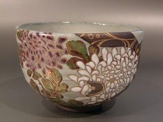 Japanese Tea Bowl / 菊 Japanese Porcelain, Japanese Ceramics, Japanese Pottery, Ceramic Bowls, Ceramic Pottery, Ceramic Art, Slab Pottery, Japanese Tea Cups, Hand Built Pottery