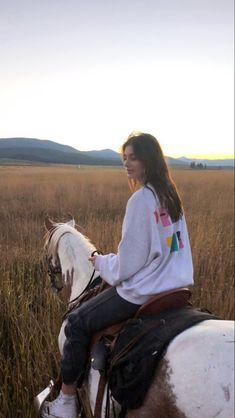 Horse Girl, Horse Love, Summer Dream, Jolie Photo, Teenage Dream, Summer Aesthetic, Horse Riding, Horseback Riding, Beautiful Horses