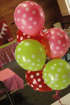 Balões nas cores da festa