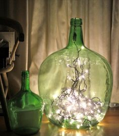 Display string lights in glass containers for a festive DIY lamp. Display string lights in glass con Jar Lights, String Lights, Glass Containers, Glass Jars, Glass Bottle, Diy Fest, Glittering Lights, Bedroom Lamps, Pretty Lights