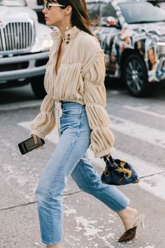 New York Fashion Week весна-лето 2018 - street style Outfit Jeans, Jeans Outfit For Work, Today's Outfit, Looks Street Style, Looks Style, Parisian Street Style, Denim Look, Denim On Denim, Denim Style