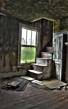 Abandoned Buildings That Time Has Forgotten Old Abandoned Buildings, Abandoned Property, Abandoned Mansions, Old Buildings, Abandoned Places, Abandoned Castles, Photo Post Mortem, Creepy Houses, Old Farm Houses