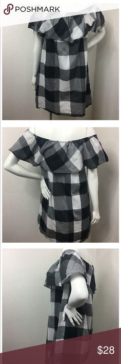 Who What Wear Buffalo Plaid Sundress sz L Black Adorable summer shift dress - off shoulder ruffle - black and white buffalo plaid - fully lined - cotton- size large - see last phot for meassurements Who What Wear Dresses Mini