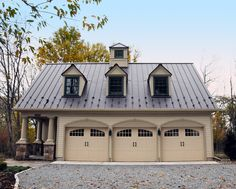 Inspiring Detached Garage Ideas for Your Home. Design of a side car garage home - Having a special space to store a vehicle is indeed desired by every homeowner. Garage Loft, Garage Plans With Loft, Barn Garage, Garage Ideas, Garage Doors, Detached Garage Plans, 3 Car Garage Plans, Dream Garage, Garage Apartment Plans
