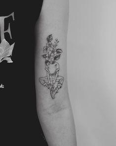 minimalist tattoos for women Line Art Tattoos, Head Tattoos, Mini Tattoos, Body Art Tattoos, Small Tattoos, Sleeve Tattoos, Tatoos, Unique Tattoos, Pretty Tattoos