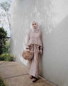 Ideas dress brokat modern sabrina Source by brokat Kebaya Modern Hijab, Dress Brokat Modern, Kebaya Hijab, Kebaya Dress, Kebaya Muslim, Model Kebaya Modern Muslim, Model Kebaya Brokat Modern, Dress Brokat Muslim, Hijab Gown