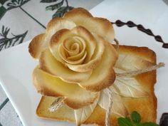 用五片吐司做一朵玫瑰花