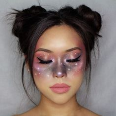 Looking for for ideas for your Halloween make-up? Browse around this site for cute Halloween makeup looks. Cute Halloween Makeup, Halloween Looks, Disney Halloween, Halloween Ideas, Alien Make Up Halloween, Halloween Makeup Tutorials, Halloween Tutorial, Halloween Vampire, Halloween 2019
