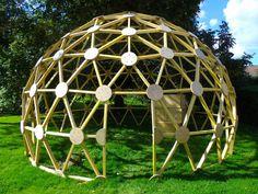 """""""Structure Nomade"""" créateur de structures géodésiques (zomes, dômes, yourtes,...)  Suivez nous sur nos chantiers, et découvrez nos réalisations."""