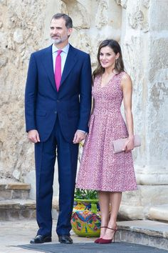 King Felipe VI and Queen Letizia of Spain visit Mission San José on June 17 2018 in San Antonio Texas Day Dresses, Casual Dresses, Fashion Dresses, Summer Dresses, Formal Dresses, Princess Letizia, Queen Letizia, Celebrity Outfits, Celebrity Style