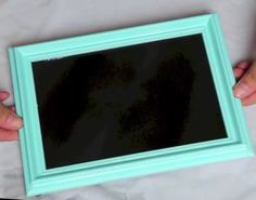 DIY Chalkboard for Locker! Old frame + chalkboard (spray) paint + normal (spray) paint + magnets = DIY Chalkboard for your Locker! Cute Locker Ideas, Diy Locker, Locker Stuff, Chalkboard Spray Paint, Framed Chalkboard, Locker Organization, Locker Storage, School Locker Decorations, Middle School Lockers