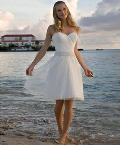 The perfect destination wedding dress. (And under $250 -- this post is FULL of…