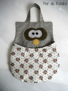 Owl holder might be for clothes pins but I think it could hold so much more :-) - Lixinho para carro coruja