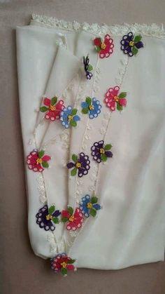 rengarenk çiçekli namaz örtüsü iğne oyası modeli
