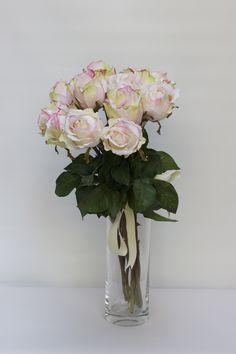 Ramo de rosas artificiales