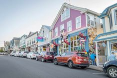 These 6 cute New England towns are just like a real like Stars Hollow. Sadly, the Gilmore Girls town doesn't actually exist, but you can get some small town Lorelei and Rori vibes from any of these 6 real towns. Gilmore Girls, New England Fall, New England Travel, Acadia National Park, National Parks, Visit Maine, Filming Locations, Travel Usa, Travel Maine