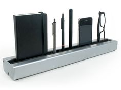 Yanko Design » Decluttering The Desk