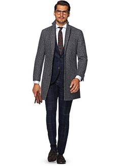 Suitsupply Outerwear: Step up your outerwear game with Suitsupply's sartorial excellence: tapered field jackets, elegant overcoats and dapper bodywarmers. Fashion D, School Fashion, Fashion Ideas, Men's Grey Overcoat, Suit Supply, Outfit Man, Smoking, Black Suits, Black Tie