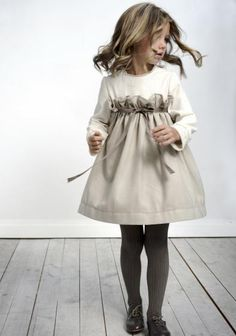 Moda Infantil y mas: - Labube - Otoño-Invierno - love this style! not fond of the large ruffle, but the color and concept is beautiful! Little Girl Fashion, Fashion Kids, Toddler Fashion, Look Fashion, Urban Fashion, Dress Fashion, Fashion Outfits, Stylish Kids, Trendy Kids