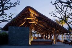 Naman Retreat Beach Bar / Vo Trong Nghia Architects