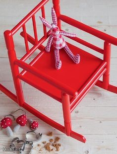 Punainen lasten keinutuoli / Red rocking chair for kids