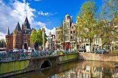 Dünya'nın en zengin ülkesi; Lüxemburg'tur. Lüksemburg, kişi başına düşen milli gelirde dünya'da ilk sıradadır.  Bu içerik KpssDelisi.com 'dan alınmıştır : http://kpssdelisi.com/question/dunyanin-enleri-listesi/