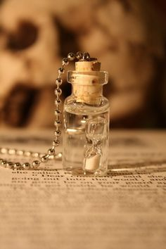 """""""Time in a bottle"""" necklace. Buy it or it should be able to be made easily as a craft. Cute idea for party favor. Zeit im Glas, Geschenk Hochzeit oder Geburtstag Mini Glass Bottles, Glass Vials, Small Bottles, Bottles And Jars, Perfume Bottles, Magic Bottles, Bottle Jewelry, Bottle Charms, Bottle Art"""