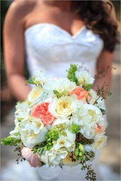 peach and white wedding bouquet #countrywedding #pastelbouquet #wedddingchicks http://www.weddingchicks.com/2013/12/23/country-chic-wedding-2/