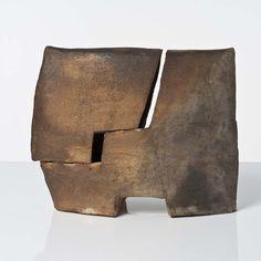 Eric Astoul (né en 1954)  Sculpture  Céramique émaillée  Date de création : vers 2000  Signé  H 37 × L 45 × P 18 cm