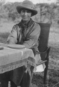 17/04/1885 : Karen Blixen (alias Isak Dinesen) femme de lettres danoise († 7 septembre 1962).