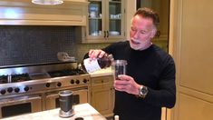Arnold Schwarzenegger shares the secret ingredient in his protein shakes: Step Add Ladder Whey Protein powder to your blender Step Mix with cherry juic. Healthy Protein Shakes, Protein Shake Recipes, Fun Workouts, At Home Workouts, Lee Haney, Arnold Schwarzenegger Bodybuilding, Dorian Yates, Fitness Tips, Fitness Quotes