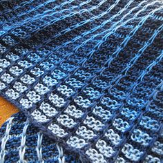 Slipped stitches form rays and gradient yarn creates a striking interplay of shades, but the knitting is quick and easy . ☺