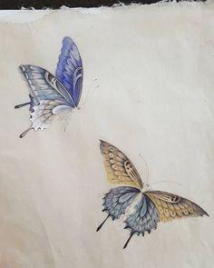 나비... 수업하다가..샘플로그려봅니다. #나비#민화#블루톤#수업중에샘플#채색화#전통화#샬랄라#artgallery #양평민화교실#문선영작가#화접도# Butterfly Drawing, Butterfly Painting, Korean Painting, Chinese Painting, Chinese Art, Chinese Butterfly, Iranian Art, Japanese Prints, Japan Art