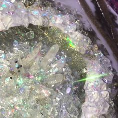 art videos Holographic resin geode art by Ins - art Resin Wall Art, Diy Resin Art, Epoxy Resin Art, Diy Resin Crafts, Resin Artwork, Diy Art, Craft Art, Craft Ideas, Acrylic Pouring Art