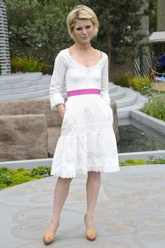 Emilia Fox wearing the Alex Monroe Flying Swallow Necklace at Chelsea Flower Show 2013 Emilia Fox Silent Witness, British Actresses, Actors & Actresses, Fox Actress, Edward Fox, Freddie Fox, Duchess Of Cornwall, Chelsea Flower Show, Alexander Skarsgard
