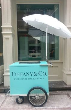 Tiffany & Co ice cream cart. I worked for Tiffany at one time. Azul Tiffany, Bleu Tiffany, Verde Tiffany, Tiffany And Co, Tiffany Party, Pop Up Stores, Color Splash, Color Pop, Splash Art