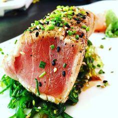 Tuna tataki with seaweed @zukajapones #tuna #atun #tataki #japanesefood #japanese #seaweed #zuka #santcugat #foodie #fish by eatmagazine