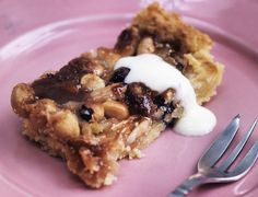 Lovely dessert that even sound easy to make Danish Dessert, Danish Food, Sweet Recipes, Cake Recipes, Low Carb Recipes, Cooking Recipes, Omelette Recipe, Sweets Cake, Sweet Tarts