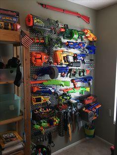 Diy Bedroom Decor, Kids Bedroom, Arma Nerf, Nerf Gun Storage, Hangout Room, Kids Room Organization, Toy Rooms, Maine House, Game Room